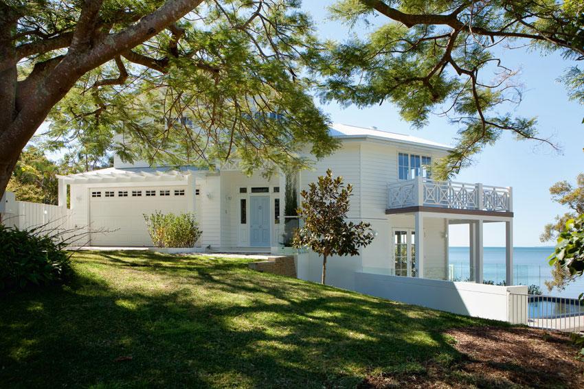 Американский дом с видом на море