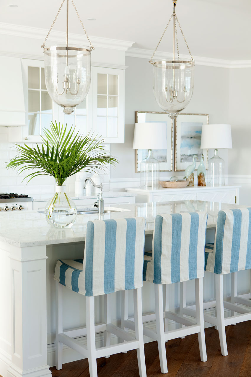 кухня с базарным столиком