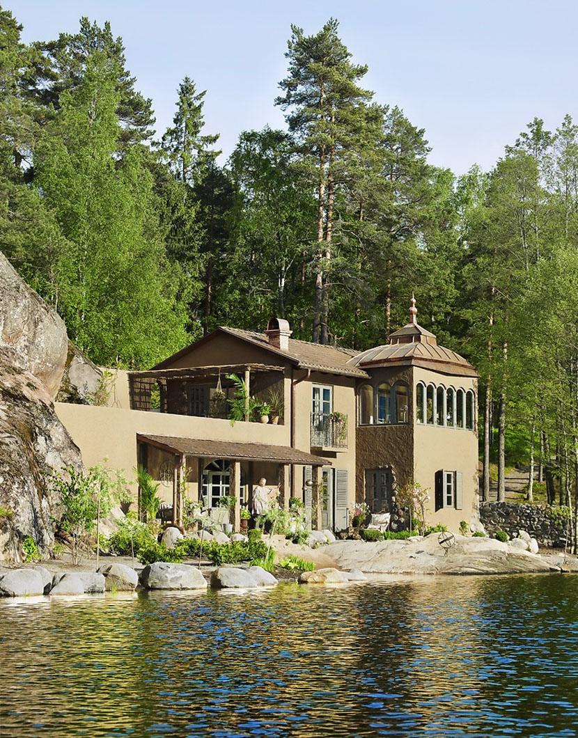 Очаровательный дом в заколдованном саду