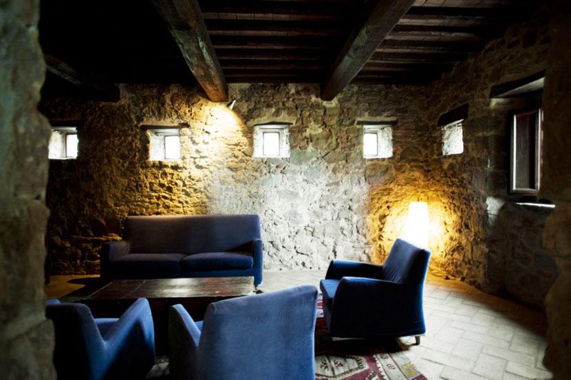 каменные стены в доме