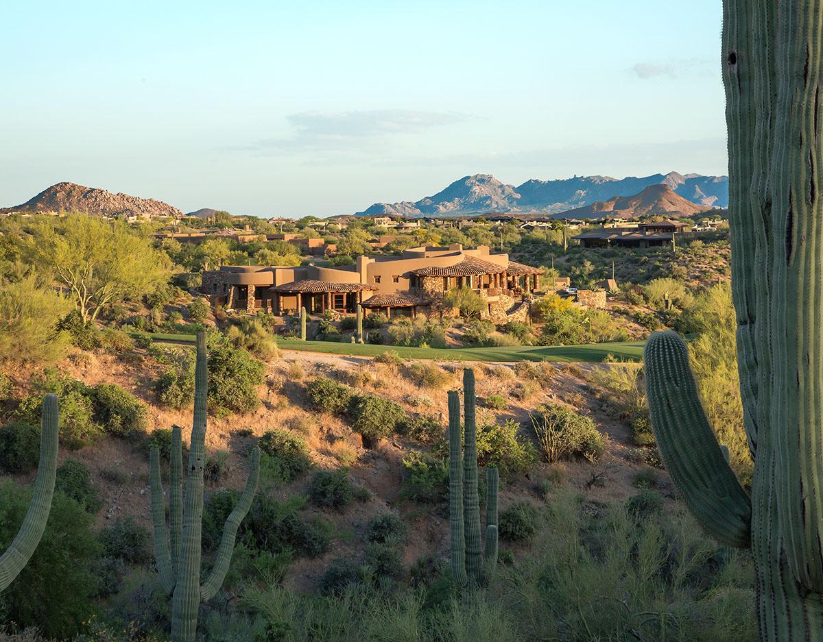 красивый дом в пустыне