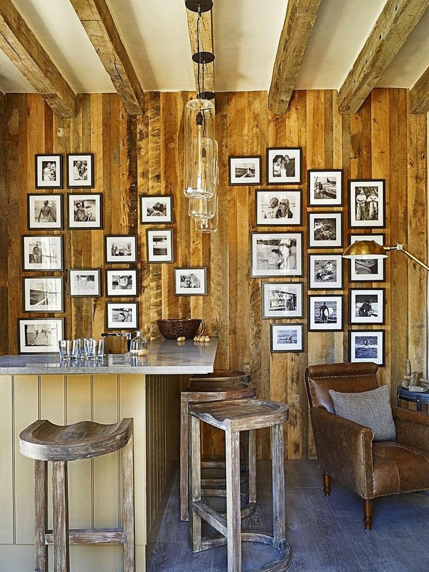 стена с фотографиями на кухне