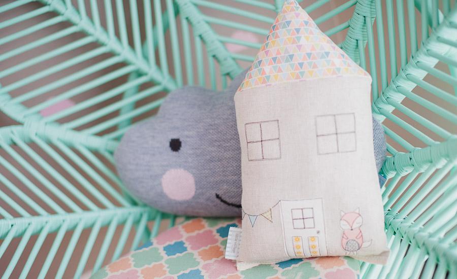 подушка облачко и домик