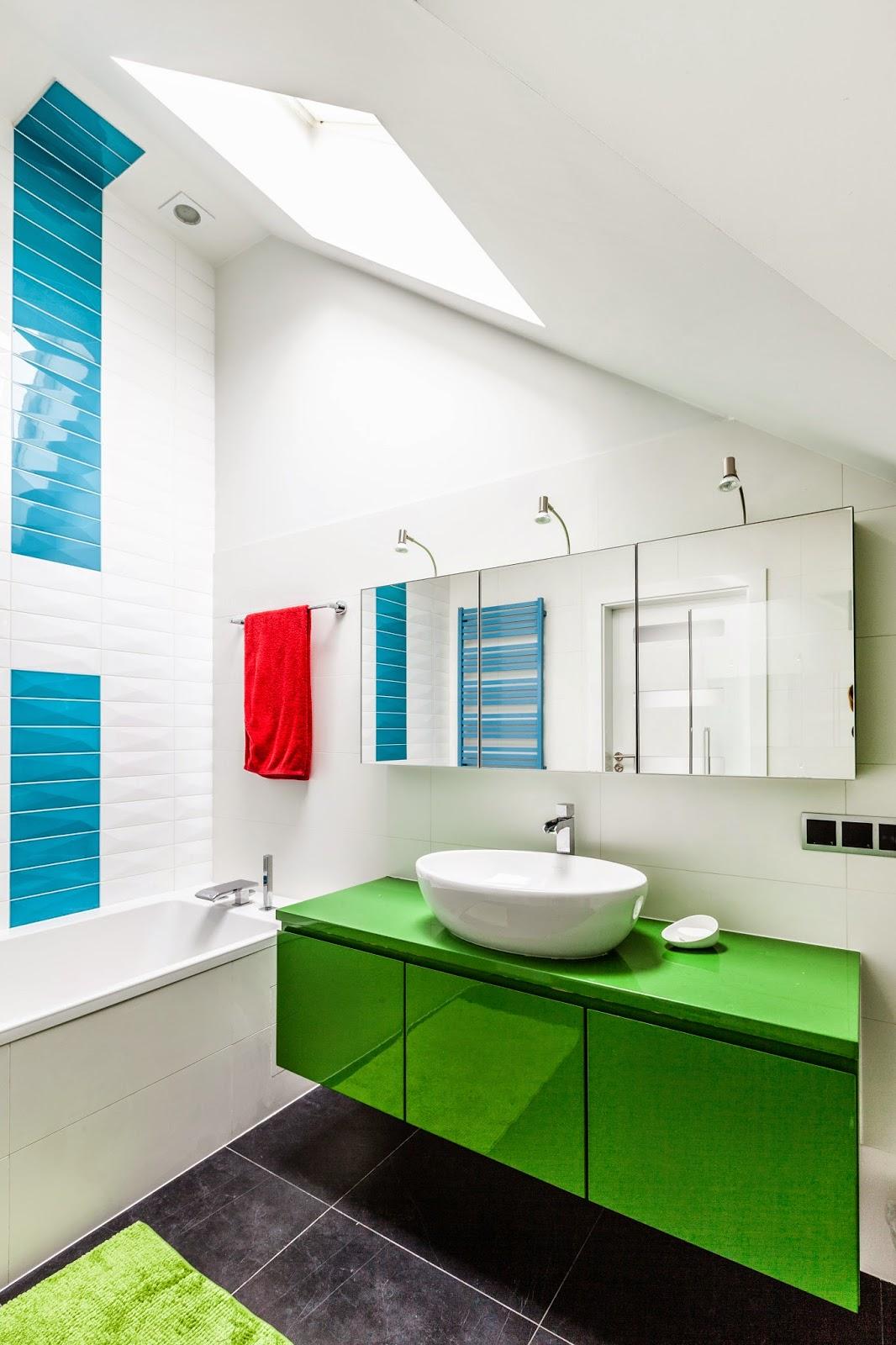 ванная в ярких цветах