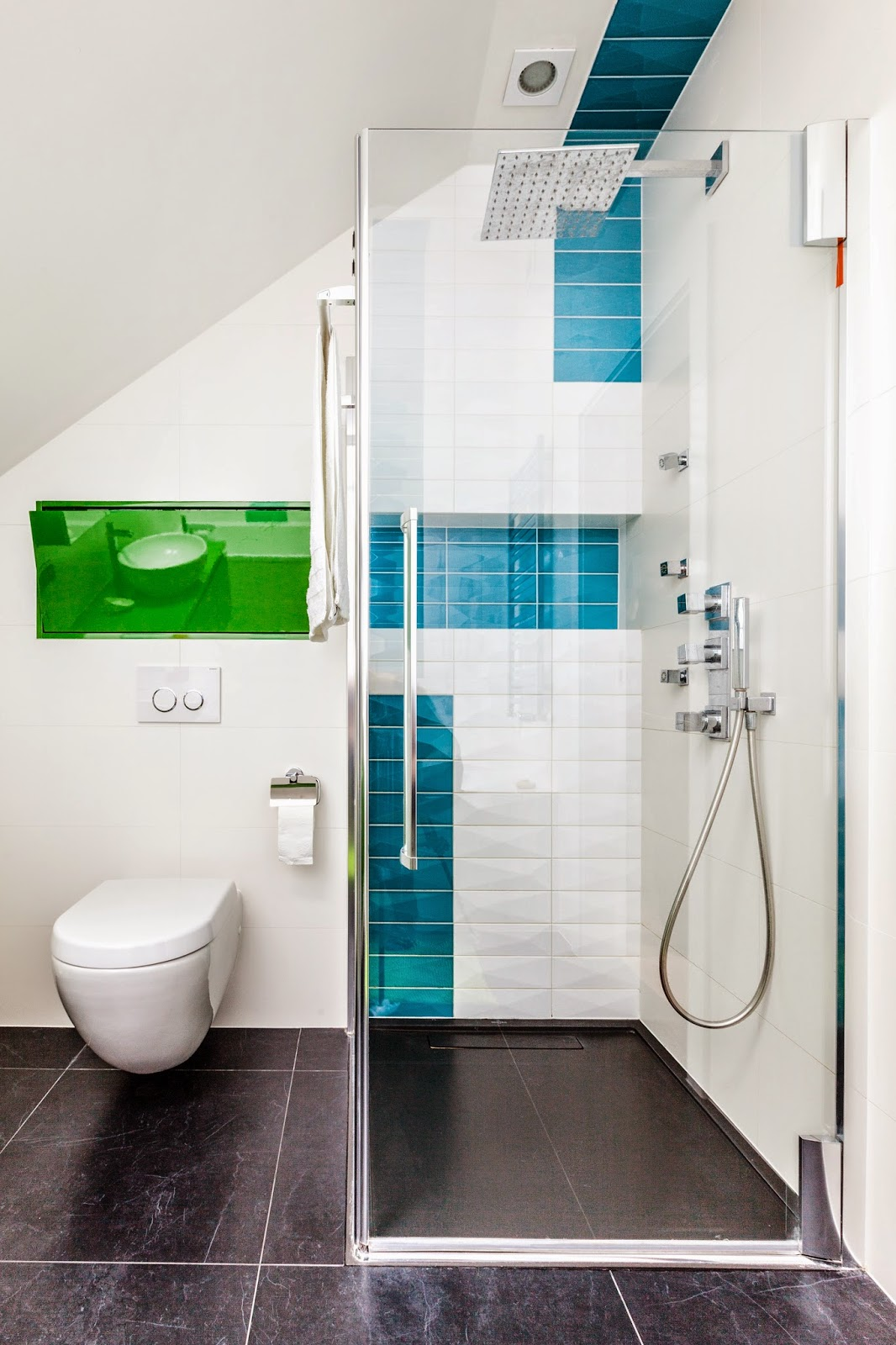 ванная в ярких цветах фото