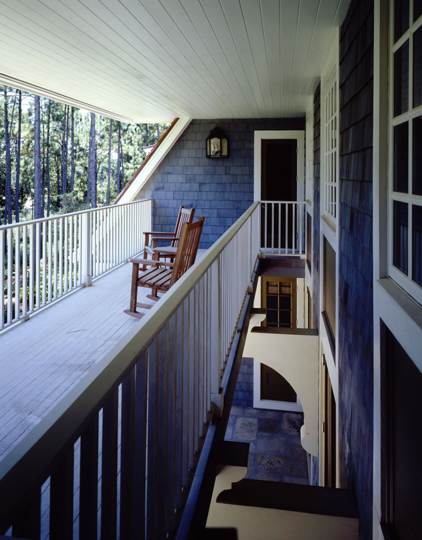 балкон на втором этаже