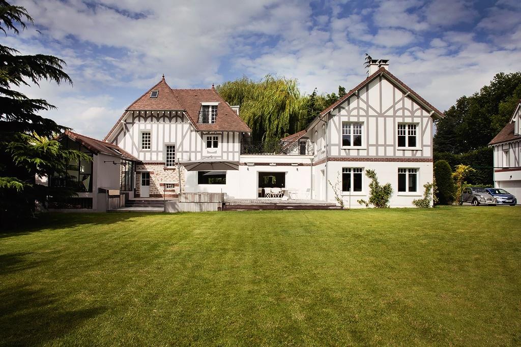 Французский дом с большой гостиной