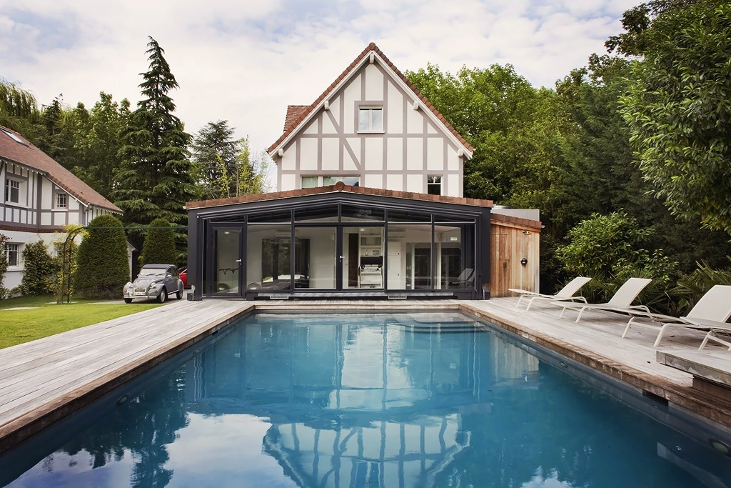 дом с бассейном в Франции