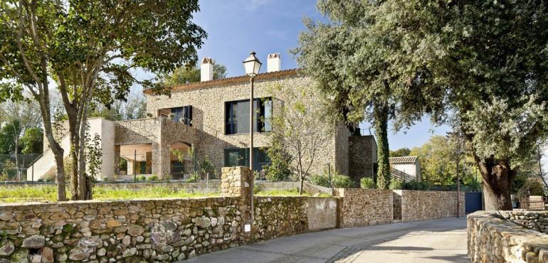 Каменная вилла в испанской деревушке