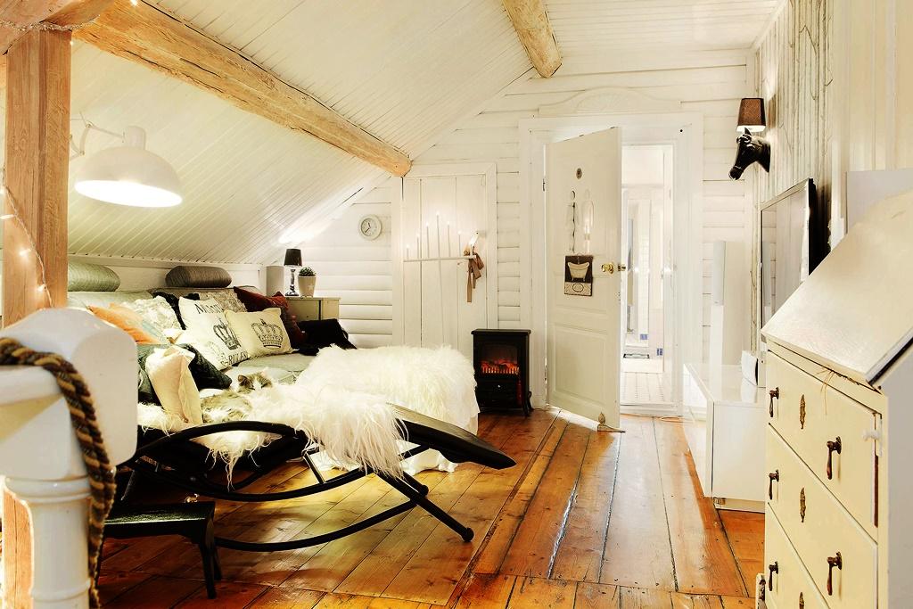 интерьер спальни в мансарде