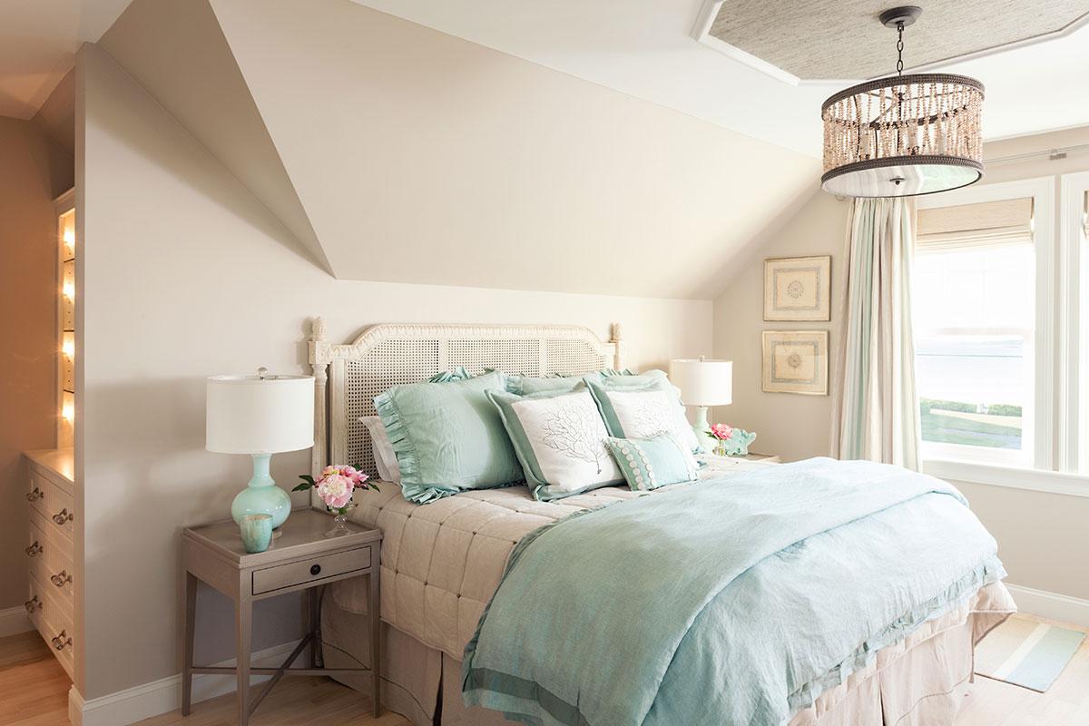 спальня на мансардном этаже фото