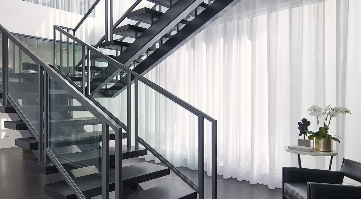 металлический лестница в доме