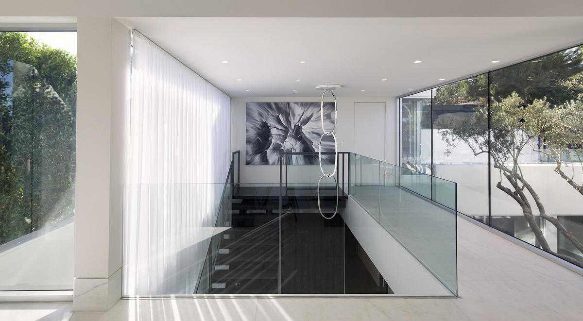 металлический лестница на второй этаж