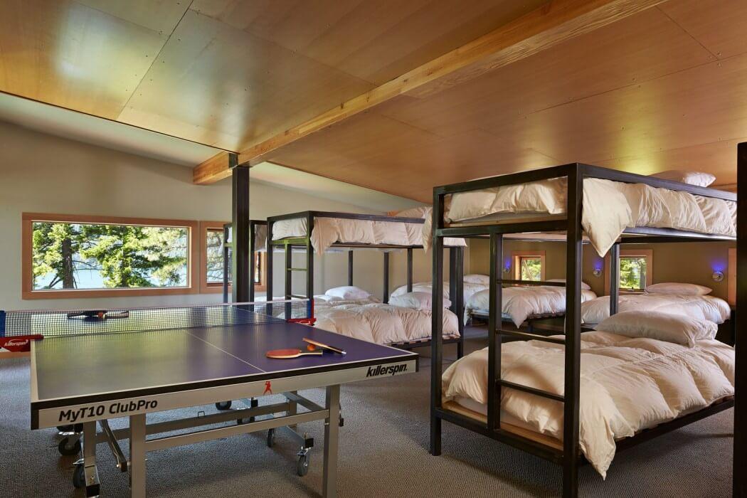 спальня с двухъярусной кроватью