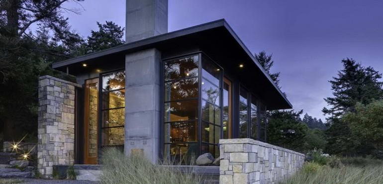 Каменный дом с лаконичным дизайном