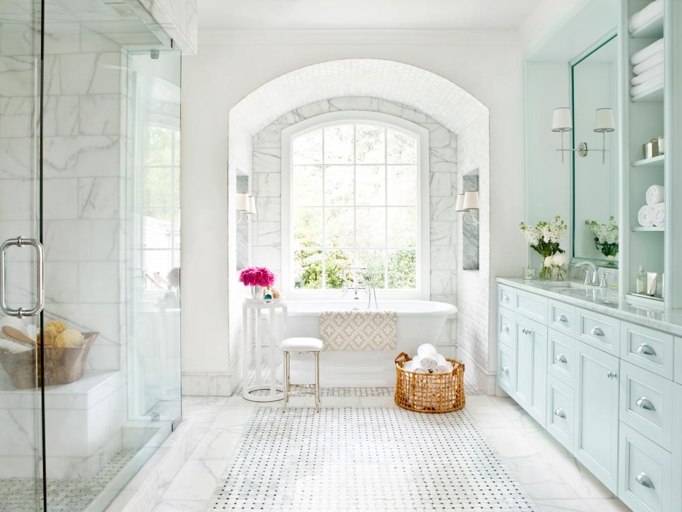Большая роскошная ванная комната
