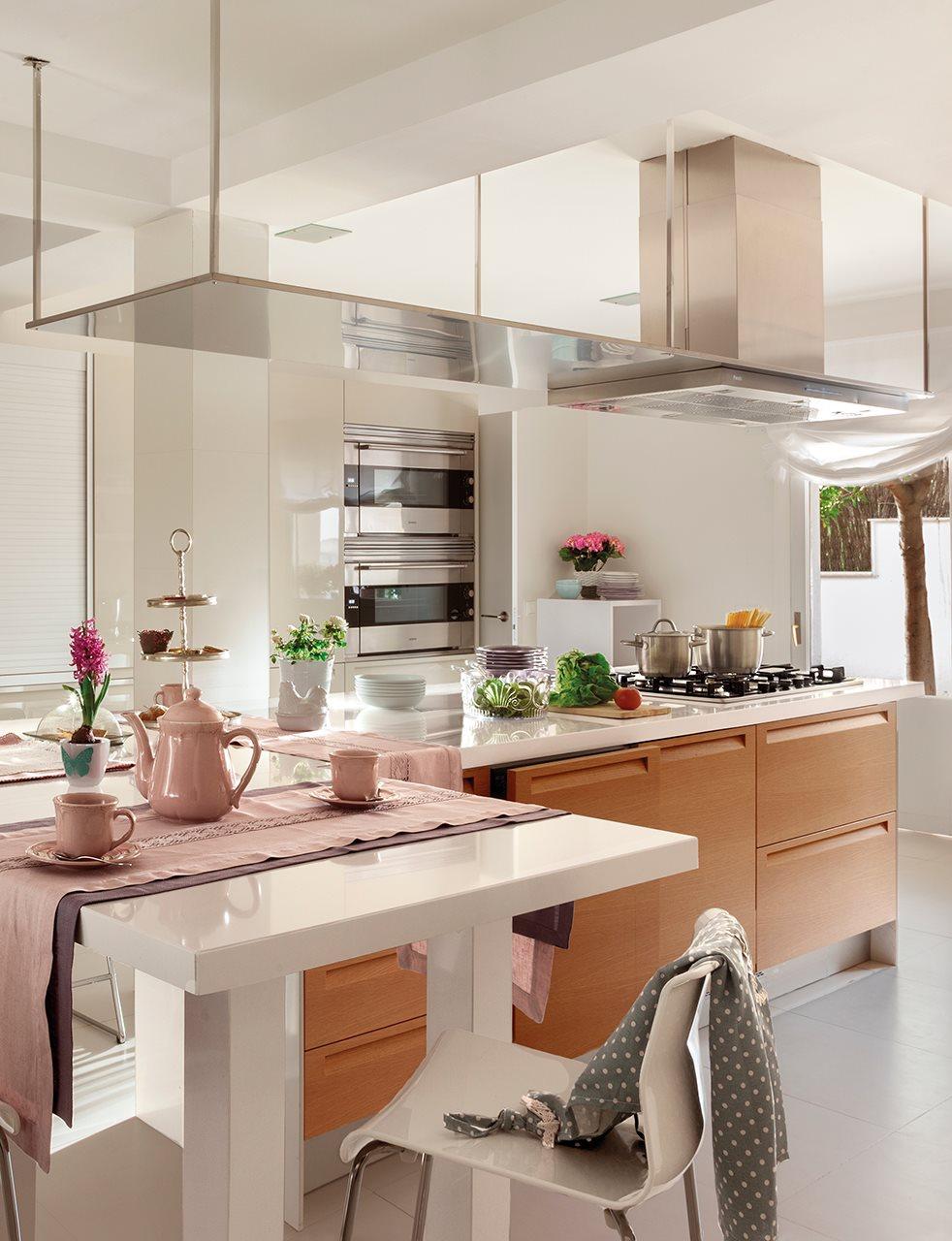 интерьер кухни загородного дома