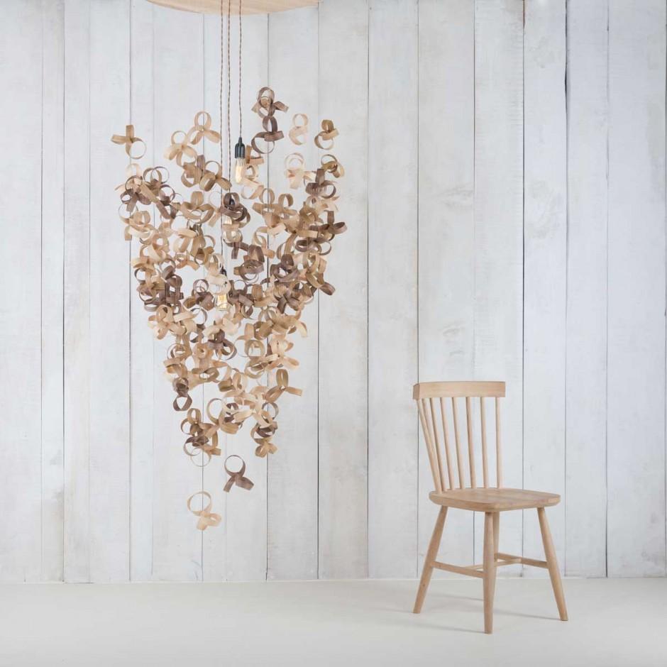 Люстра и деревянных пластин