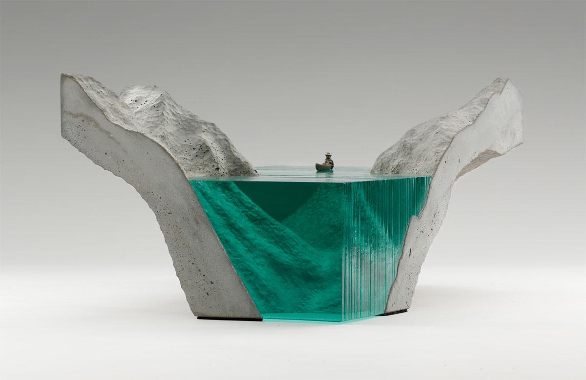 стеклянная скульптура