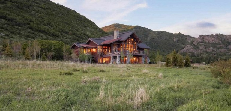 Потрясающий деревянный дом в горах