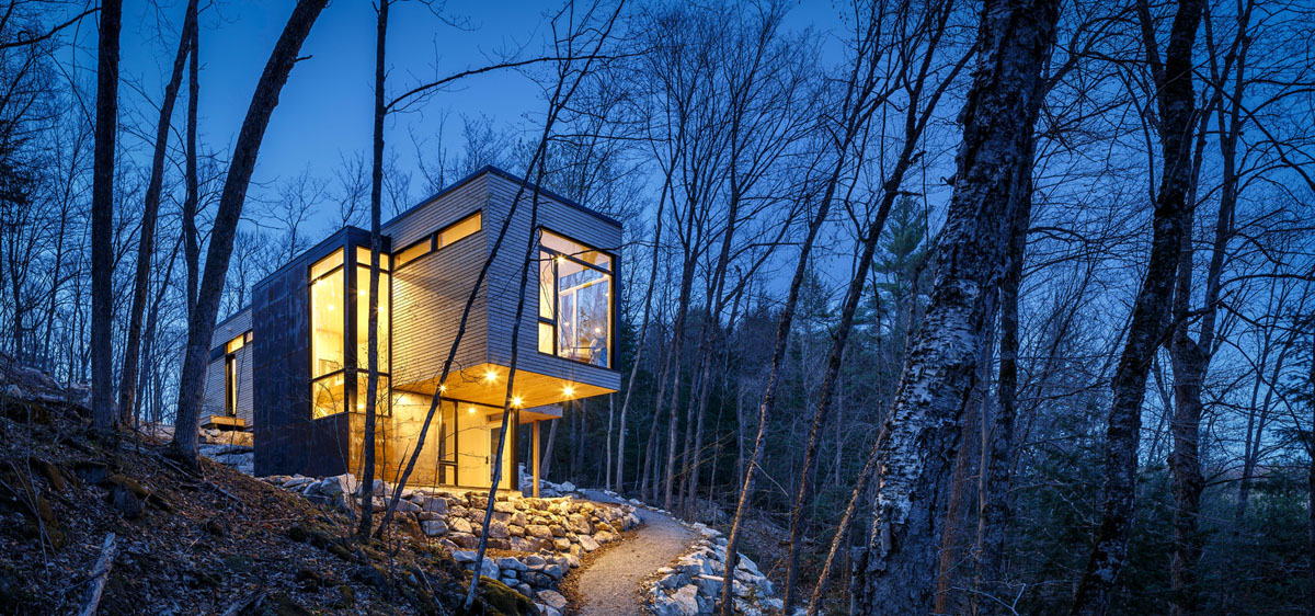 Современный дом на склоне