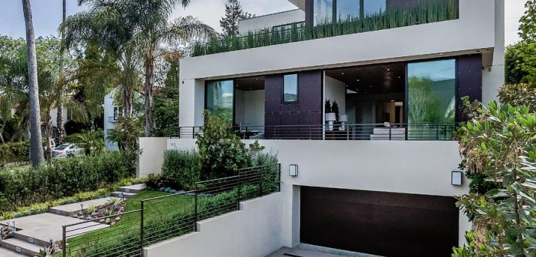 Современный дом с видом на Лос-Анжелес