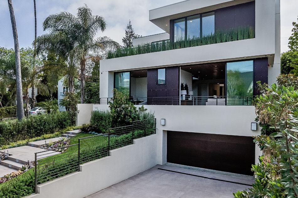 Современный дом с видом на Лос-Анджелес