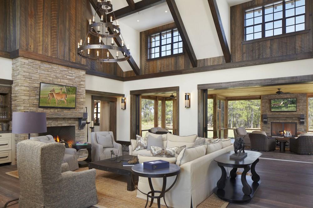 Деревянный дом с красивым интерьером