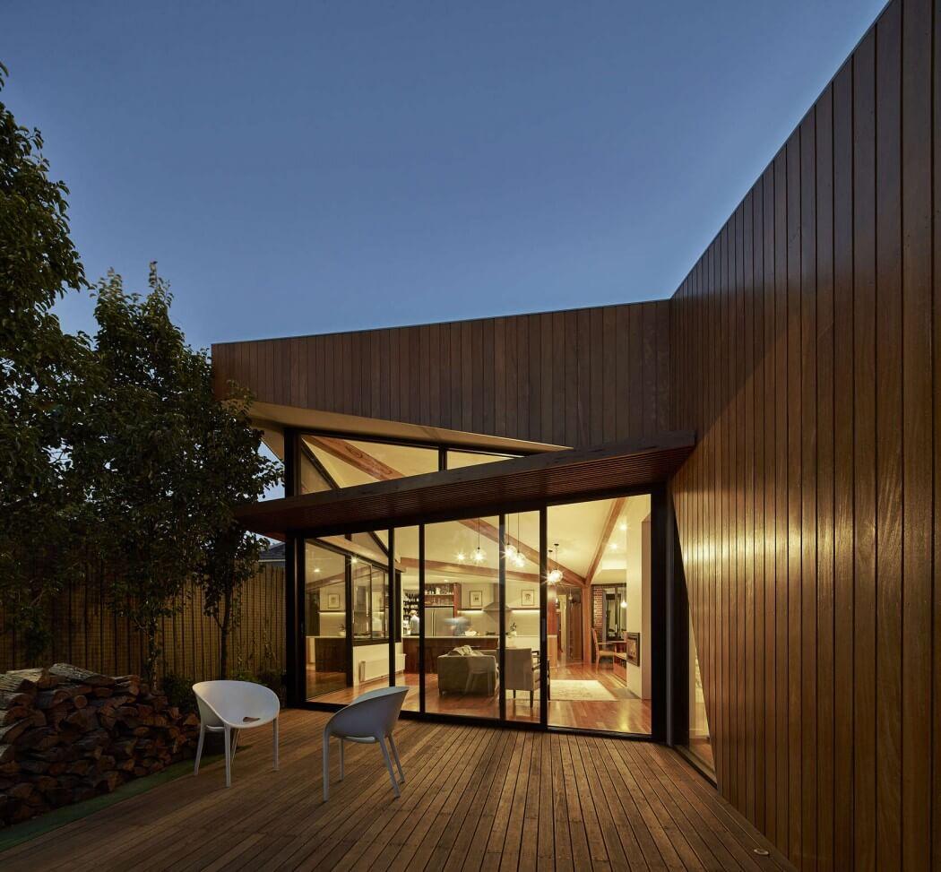 Дома из стекла и дерева фото решила