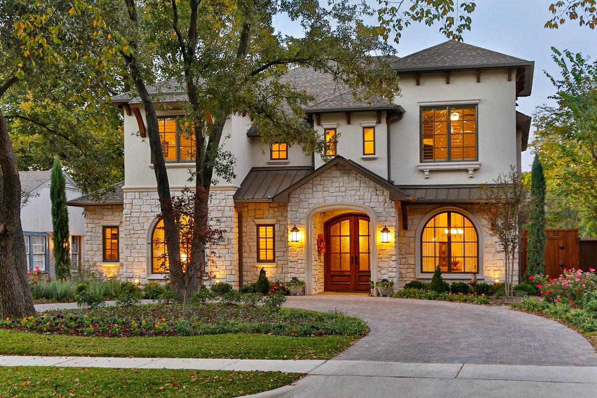 Красивый двухэтажный дом в Техасе