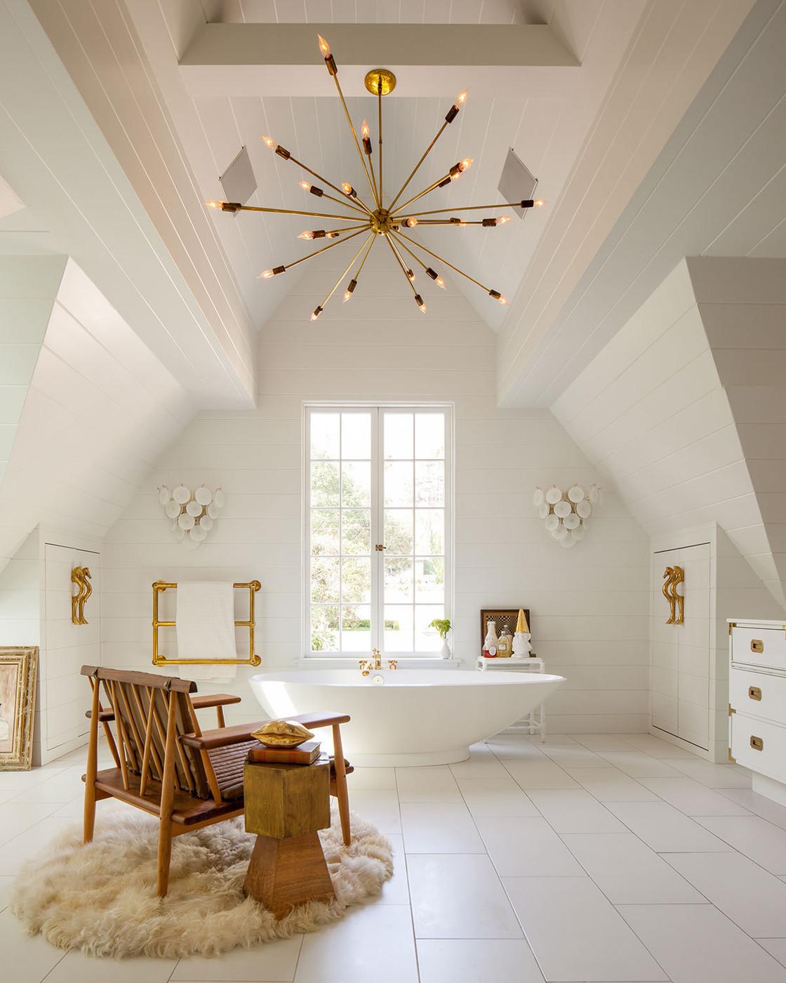 Наклонный потолок фото
