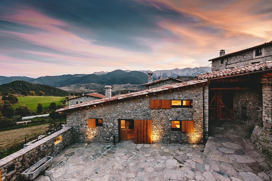 Красивейший каменный дом