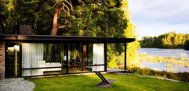 Очаровательный дом на берегу озера