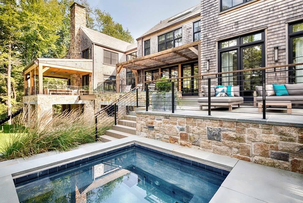 Большой и уютный дом у озера