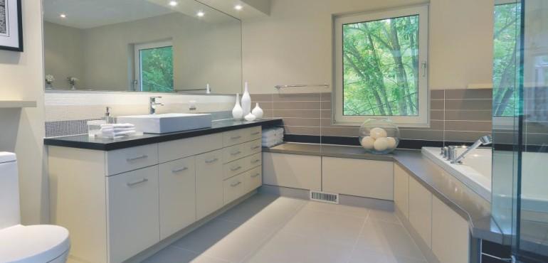 Дизайн ванной комнаты с окном: 10 идей