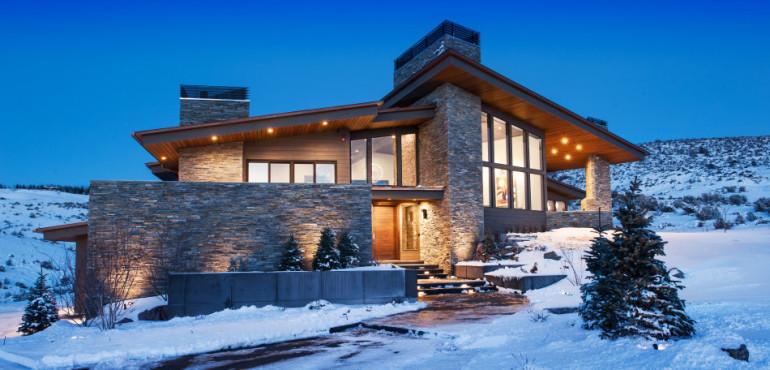 Красивый каменный дом в горах