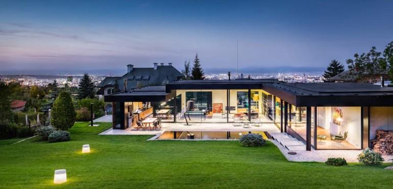 Современный дом с Mercedes внутри