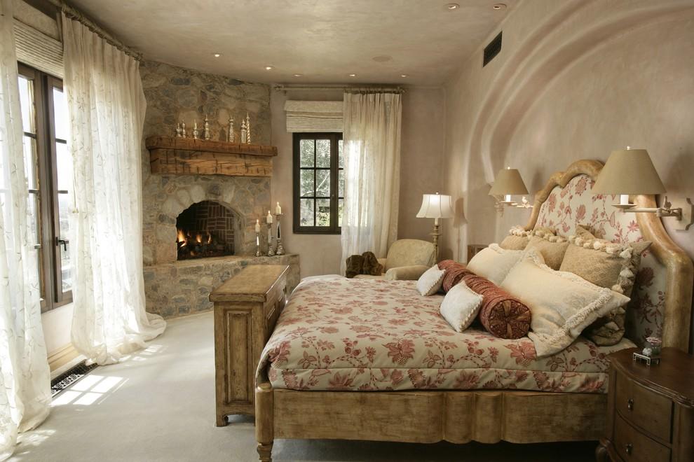 камин в спальне