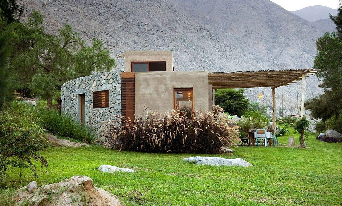 Маленький каменный дом в горах из Перу