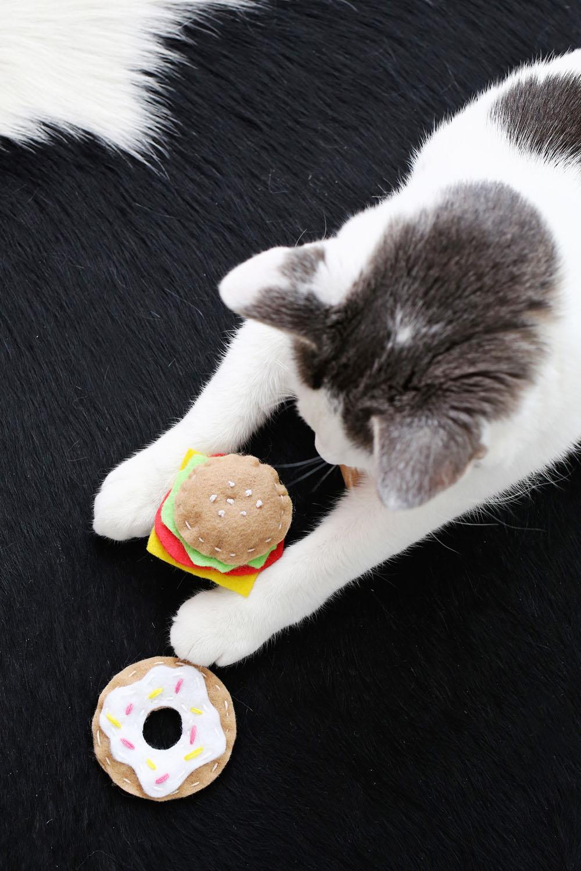 Игрушка для кошки своими руками фото