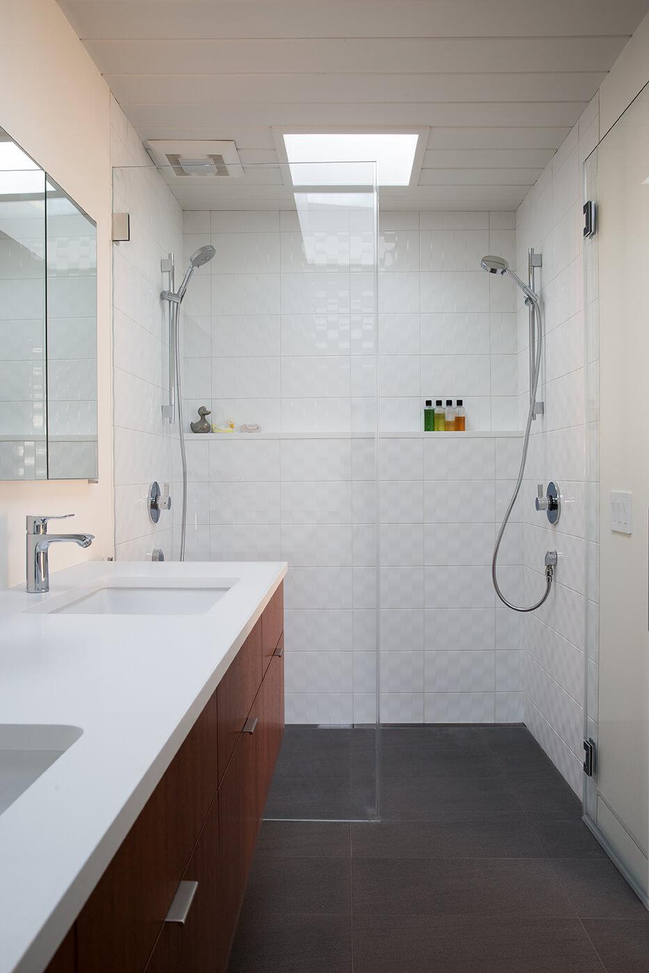 потолок в ванной из ПВХ