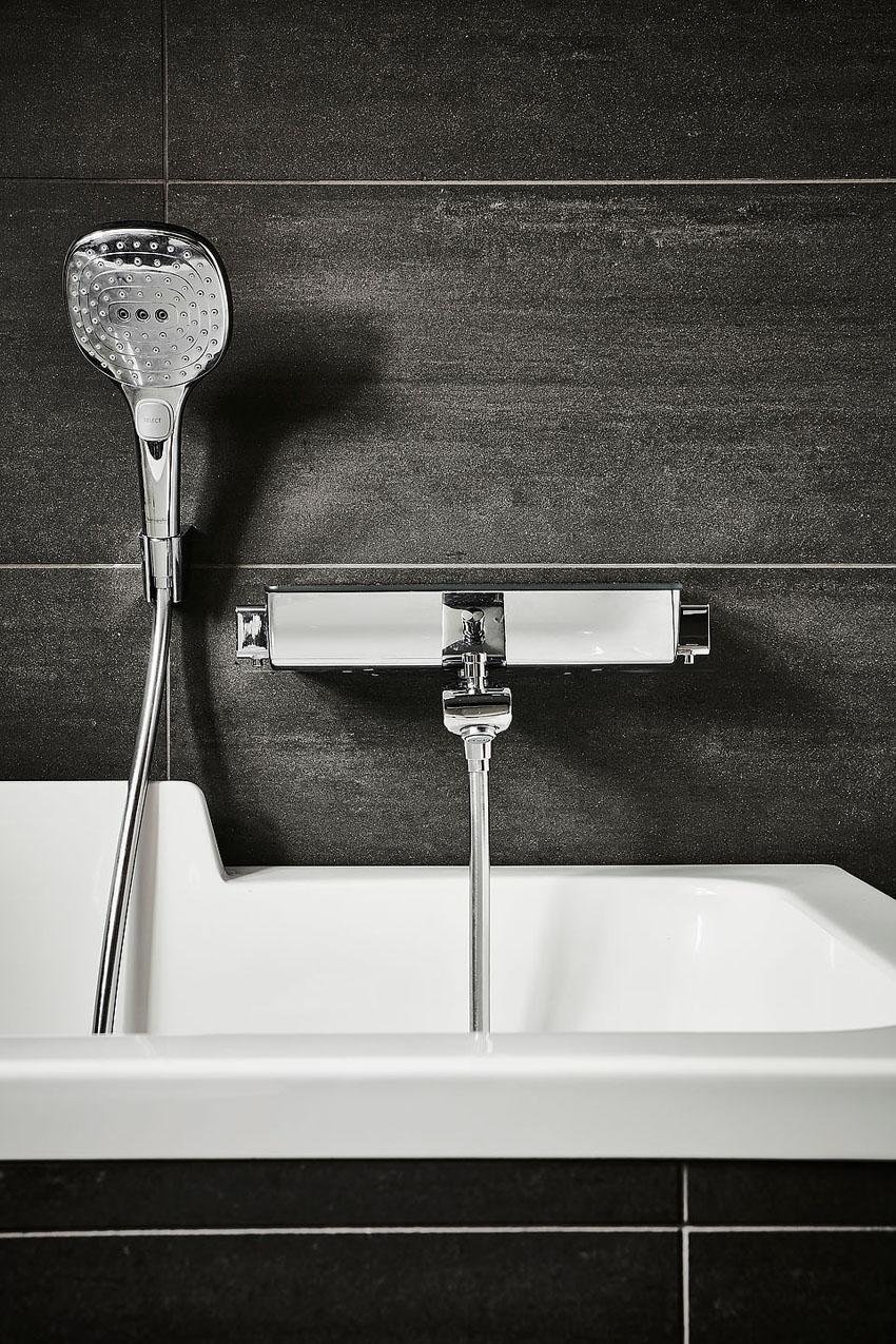 черная плитка для ванной