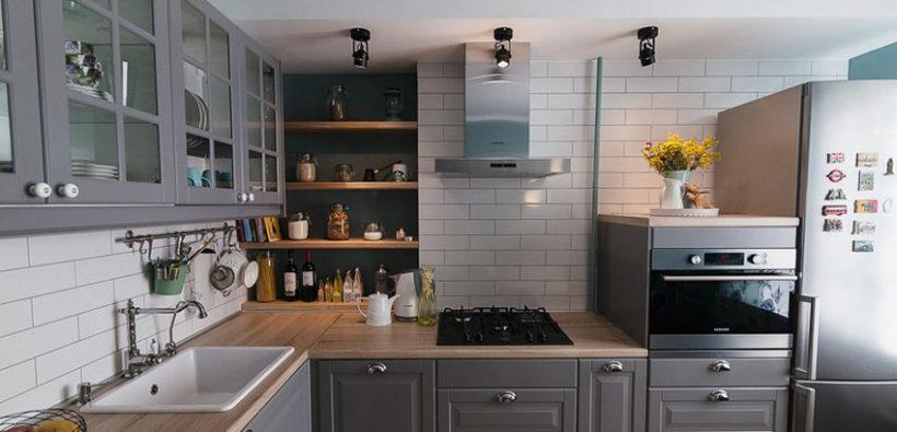 Интерьер недели: уютный дизайн кухни (10 кв. м) в серо-голубых тонах