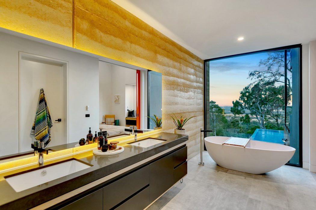 ванная с панорамным окном
