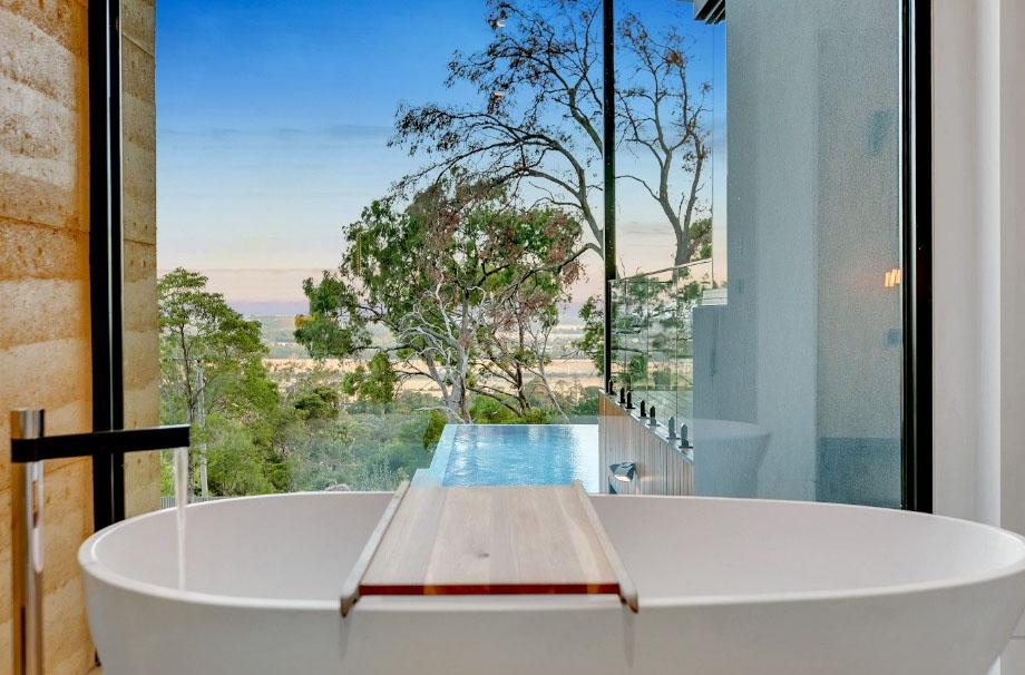 дизайн ванных комнат с окном