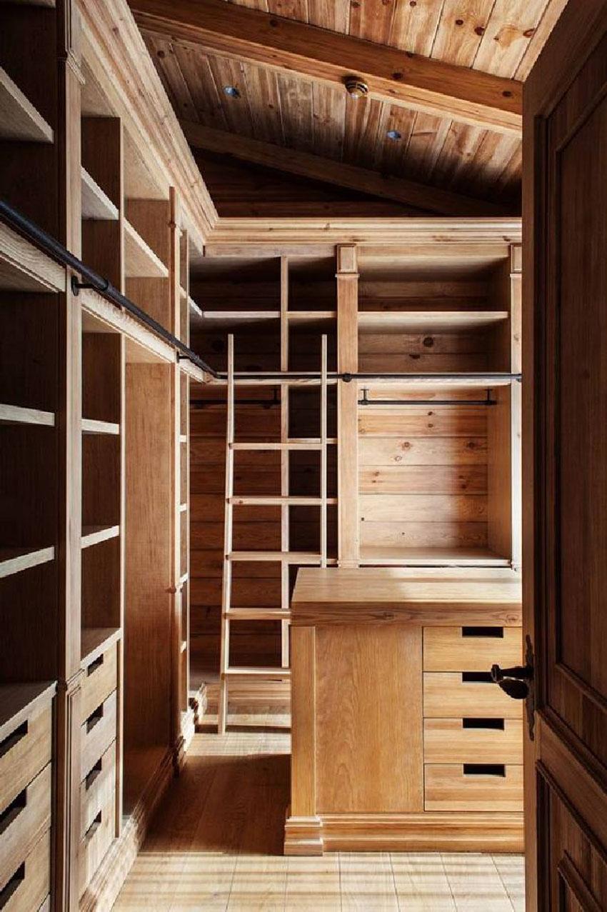 гардеробная в деревянном доме