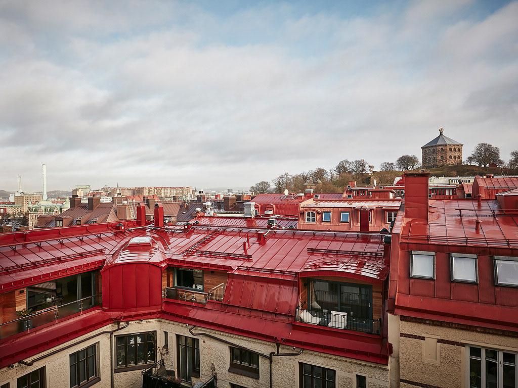 вид на крыши из окна
