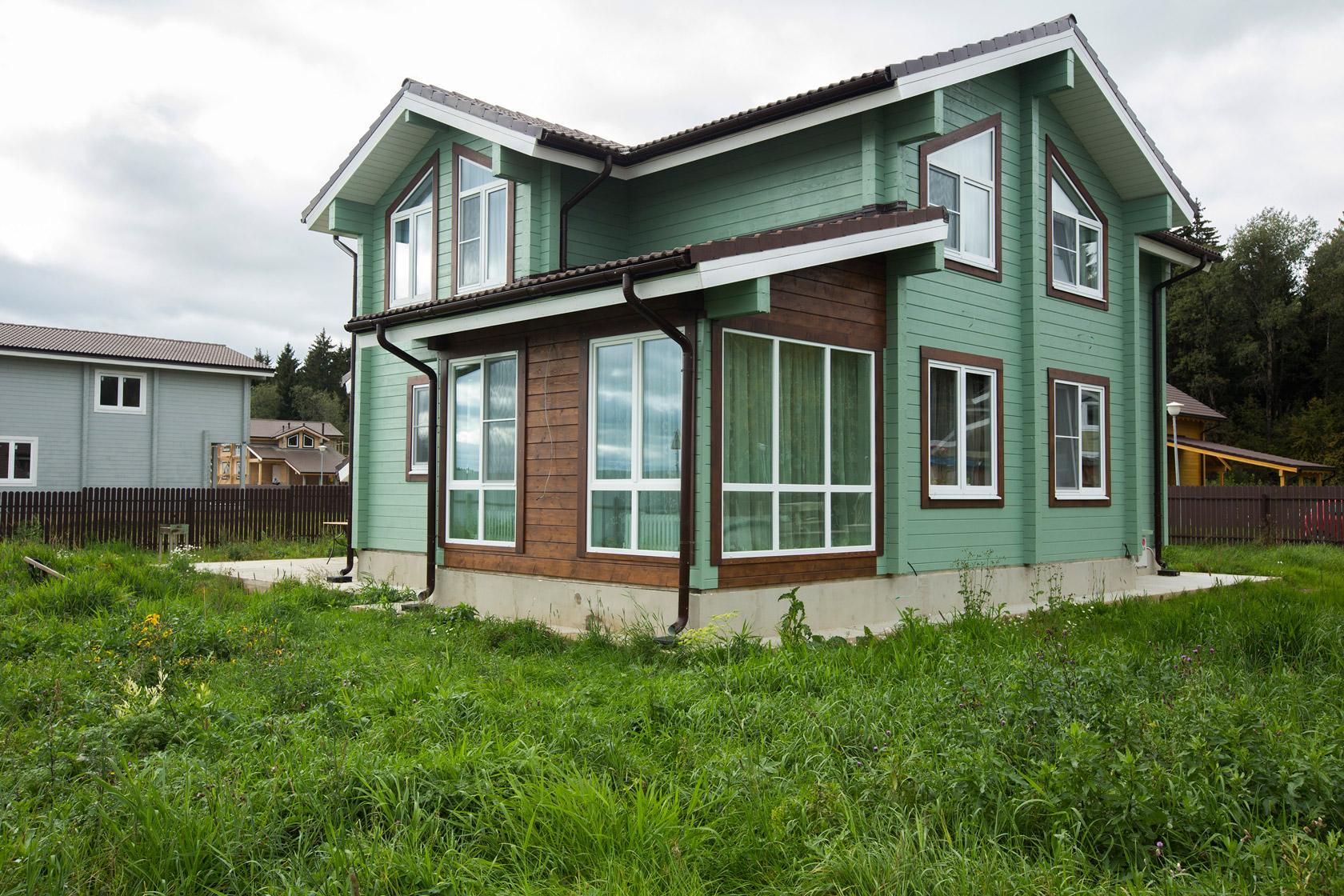 Красивый деревянный дом из бруса