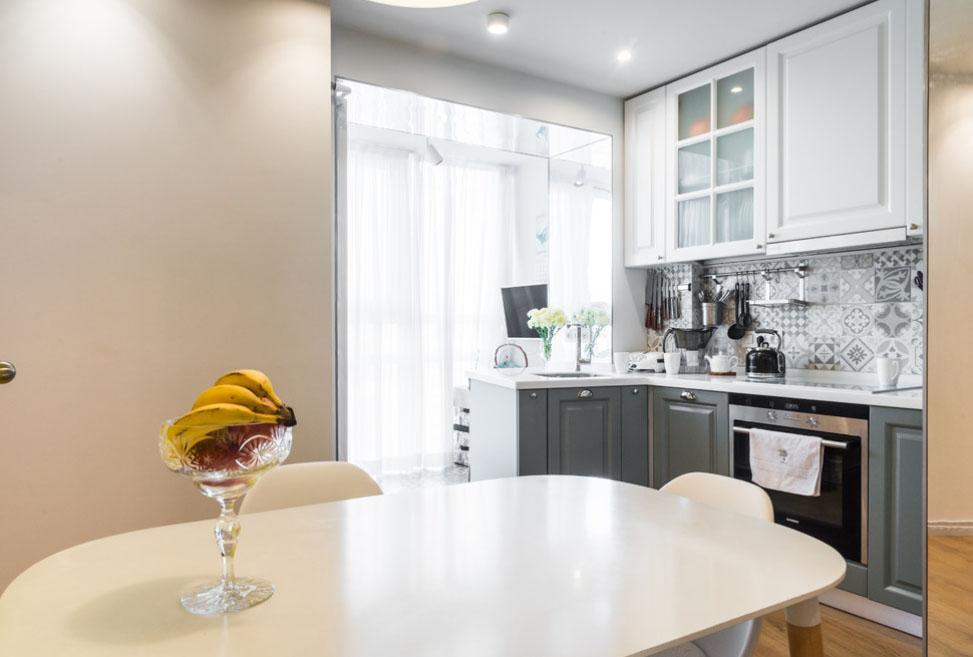 дизайн кухни 8 кв м с выходом на балкон