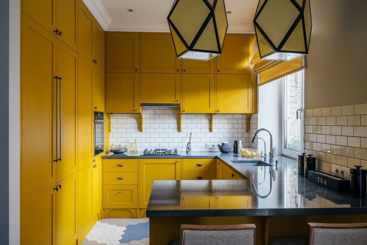 Дизайн кухни с использованием подоконника: 12 идей
